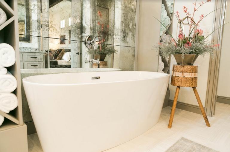 Oversized bathtub 2019